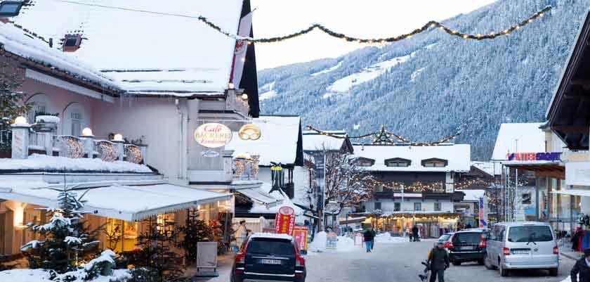 austria_mayrhofen_town-view.jpg